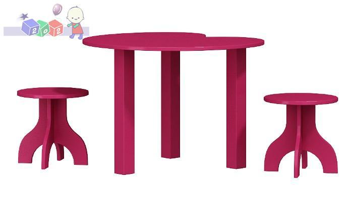 Komplet stolik w kształcie serca z dwoma taboretami Romantic