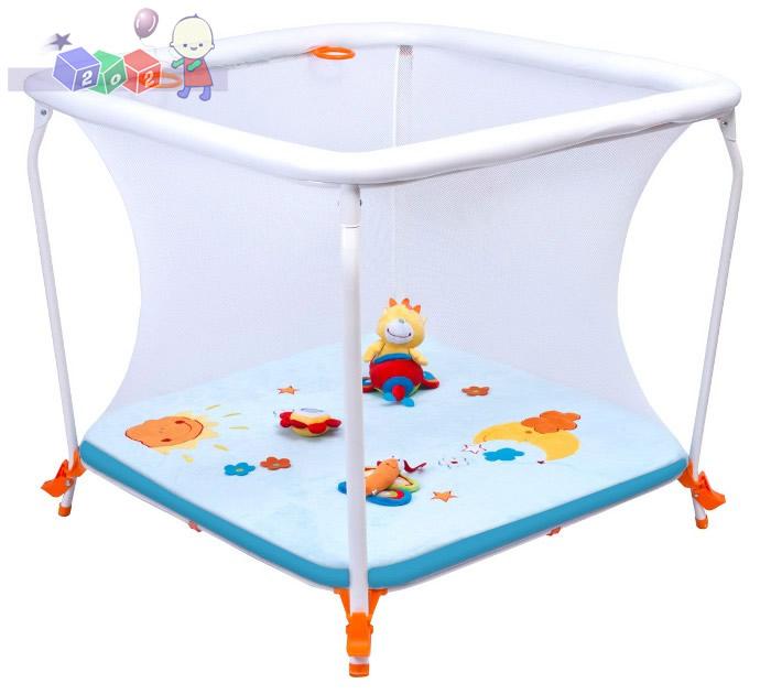 Square Air firmy Berber - kojec niemowlęcy z materacem i zabawkami