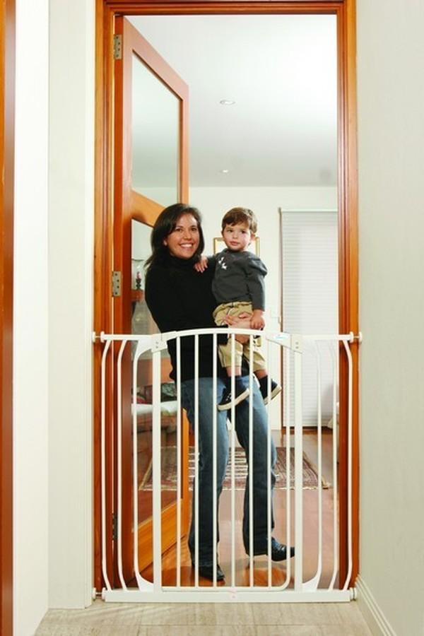 Dreambaby Zestaw Combo - bramka Chelsea z rozszerzeniami 9cm + 18cm- biała