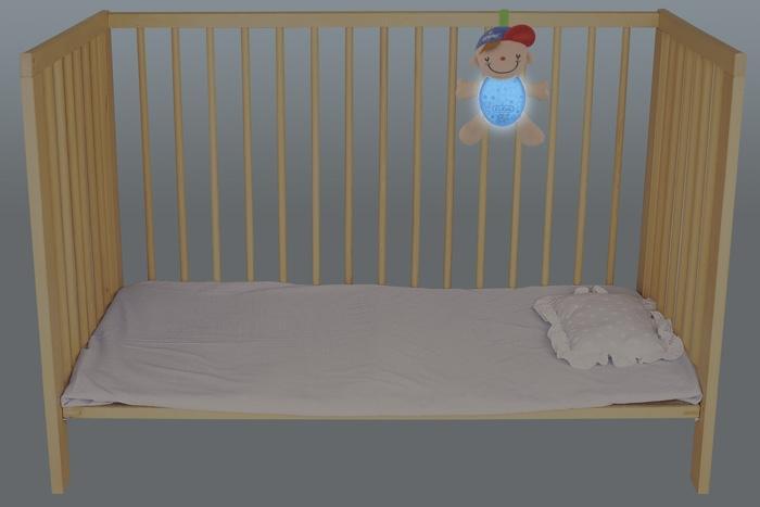 Lampka nocna grająca Wayne do łóżczka w kolorze niebieskim, zapinana. Produkt K`S Kids