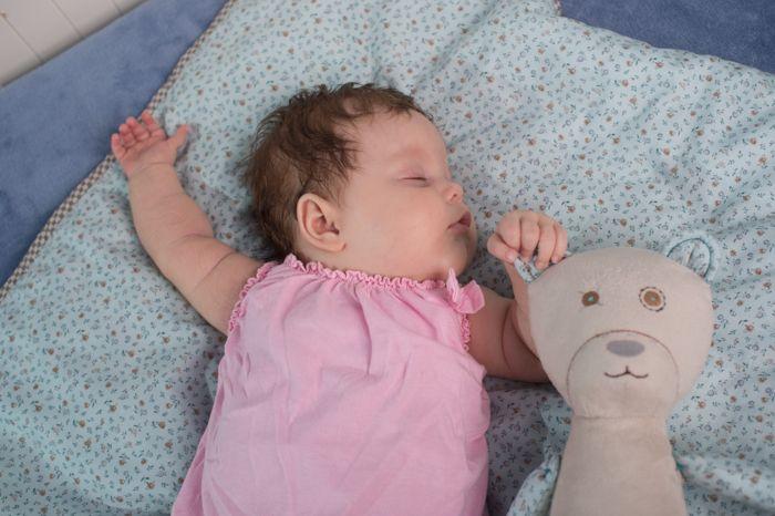 Szumis Maskotka Dziewczynka biała z czujnikiem snu