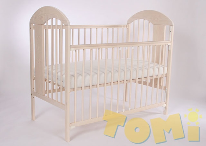 Zdobione łóżeczko z drewna sosnowego Tomi XIII 120x60 + opuszczany bok
