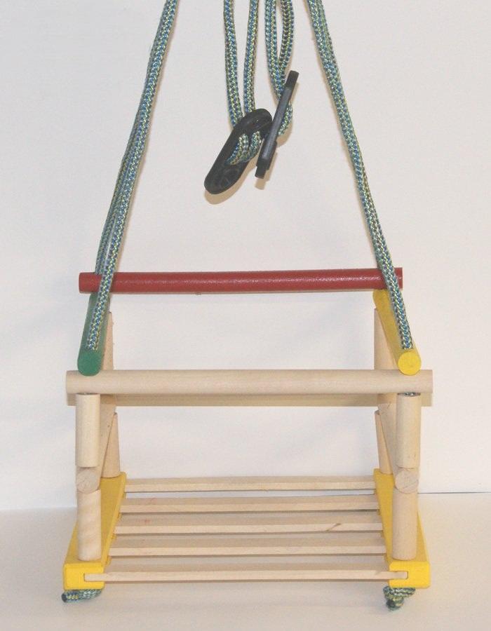 Drewniana kolorowa huśtawka podwieszana do futryny