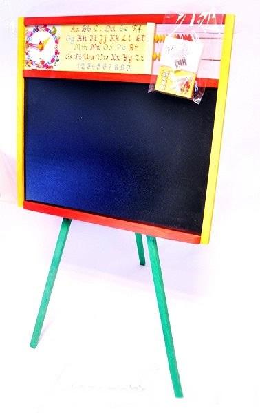 Kolorowa tablica do pisania kredą.