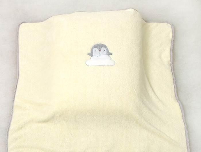 Amy żółty kocyk z aplikacją Pingwiny