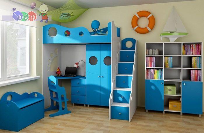 Zestaw Nemo łóżko z antresolą, komoda w kształcie schodków, szafa dwudrzwiowa oraz biurko z szufladami