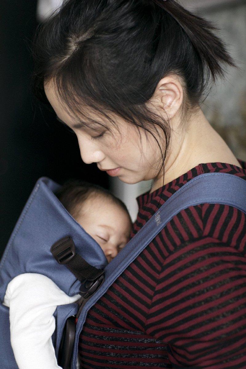 Nosidełko dla noworodków do 11 kg Babybjorn Mini Cotton niebieski