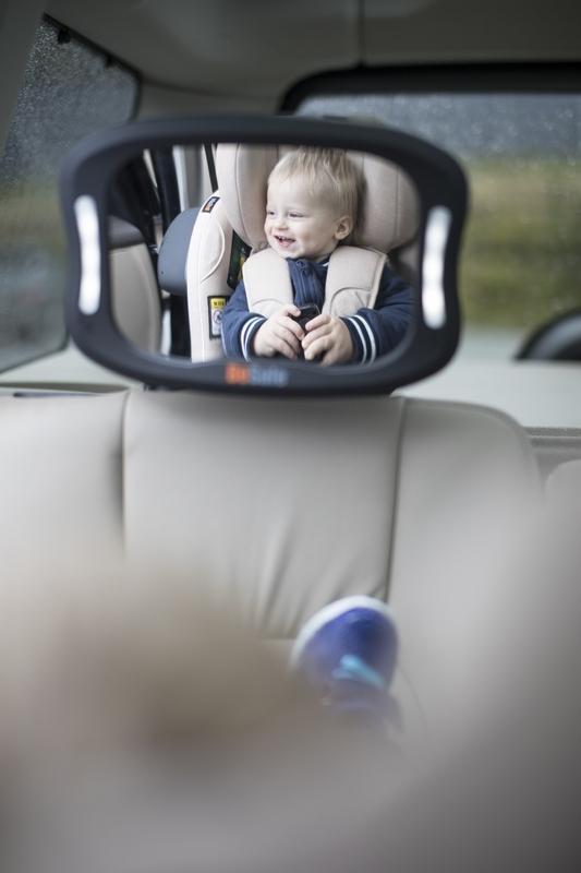 Lusterko do obserwacji dziecka w samochodzie jadącego tyłem do kierunku jazdy BeSafe z lampką na pilota