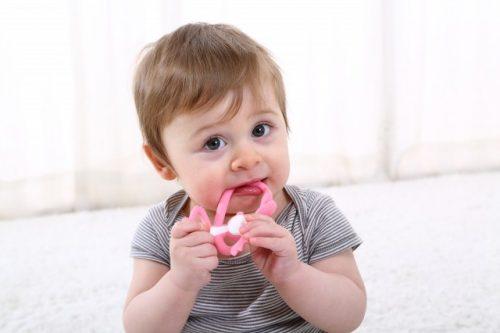 Gryzak dla dziecka małpka Mombella pink różowy