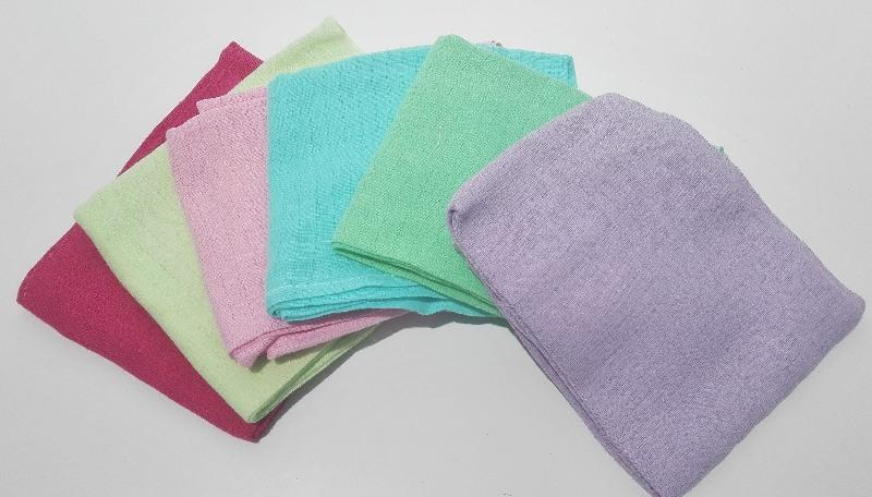 Kolorowe pieluszki tetrowe jednobarwne 70x80cm Różowy