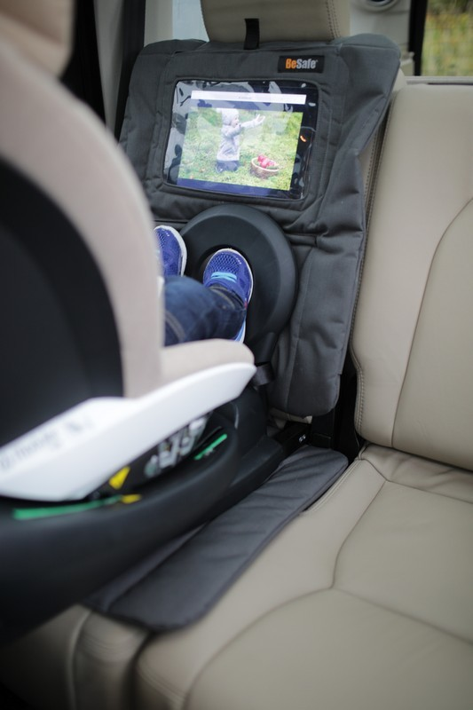 Fotelik samochodowy Joie Spin 360 kolor Ember##</P> <P>Fotelik Spin 360 brytyjskiej marki JOIE to kompleksowe zabezpieczenie dziecka  w czasie podróży samochodem. Przeznaczony do ochrony już od urodzenia będzie z  powodzeniem służył nawet do 4 roku życia. Dzięki unikalnej konstrukcji fotelik  umożliwia pełny obrót siedziska o 360 stopni, umożliwiając łatwy dostęp do  dziecka oraz możliwość zmiany ustawienia fotelika (przód – tył) bez konieczności  wypinania z bazy.</P> <P style=