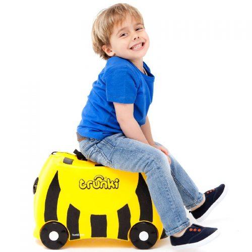 Walizeczka jeżdżąca Trunki - walizka dziecięca na kółkach Pszczółka Bernard