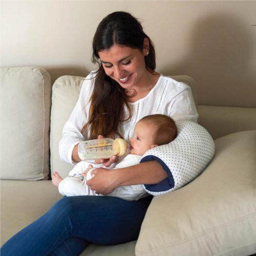 Wałek - poduszka na rękę rodzica do karmienia piersią i butelką Kropkii, Candide