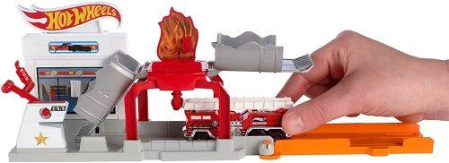 Hot Wheels rozkładane zestawy 4 wzory DWK99 Stajnia Benzynowa DWL01