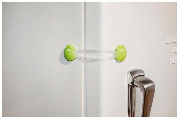 Zabezpieczenie wielofunkcyjne długie Canpol Babies - do szafek, szuflad, lodówek i toalet kolor Zielony