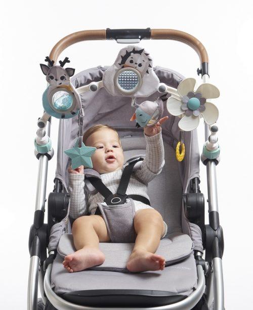 Łuk z zabawkami do wózka dzieciecego fotelika czarno biały Tiny Love