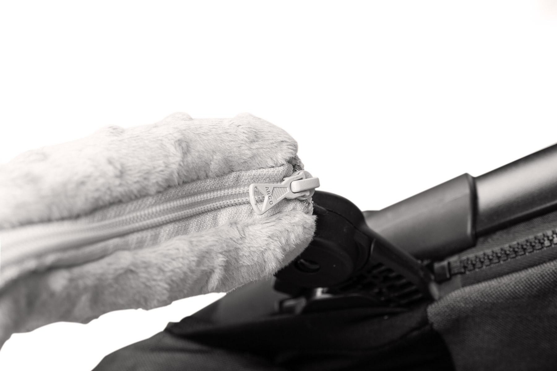 Zestaw do wózka wkładka + motylek + osłonki na pasy i pałąk Deluxe Dmuchawce szare