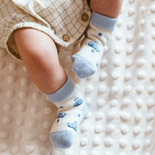 Skarpetki niemowlęce bawełniane 138 rozm 17-19 wzór ekri wieloryb